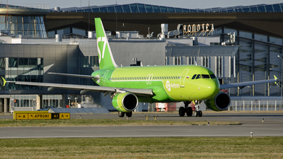 A picture of VQBDE - Airbus A320214 - S7 Airlines - © Luba Ostrovskaya