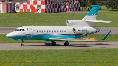 A picture of RA09609 - Dassault Falcon 900LX - [271] - © Sardor Durumov