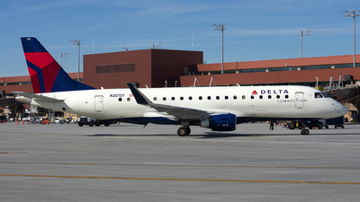A picture of N301SY - Embraer E175LL - Delta Air Lines - © Michael Rodeback