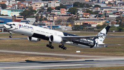 A picture of PTMUA - Boeing 77732W(ER) - LATAM Airlines - © Renato Oliveira