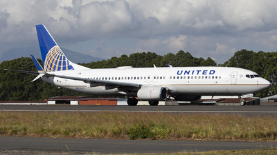A picture of N33262 - Boeing 737824 - United Airlines - © Hansen Gt