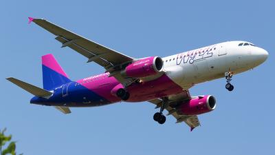A picture of HALWL - Airbus A320232 - Wizz Air - © Robert Dumitrescu