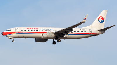 B-1933 - Boeing 737-89P - China Eastern Airlines