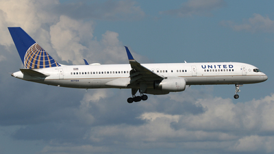 N17104 - Boeing 757-224 - United Airlines