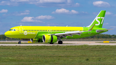 A picture of VQBRA - Airbus A320271N - S7 Airlines - © Alexander Lebedev