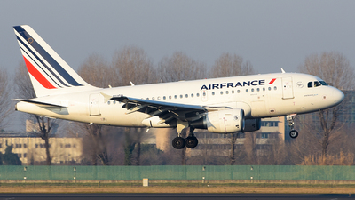 A picture of FGUGR - Airbus A318111 - Air France - © Luca Cesati