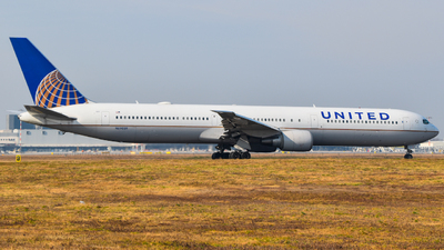 A picture of N69059 - Boeing 767424(ER) - United Airlines - © Raoul Andries