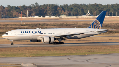 A picture of N769UA - Boeing 777222 - United Airlines - © Yixin Chen