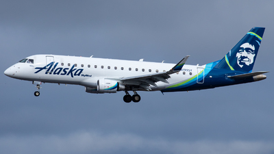 A picture of N199SY - Embraer E175LR - Alaska Airlines - © AirPilot_Photography