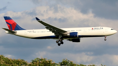 N828NW - Airbus A330-302 - Delta Air Lines