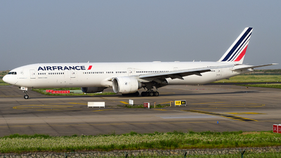 A picture of FGSQB - Boeing 777328(ER) - Air France - © songxiuming