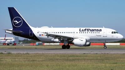 A picture of DAILC - Airbus A319114 - Lufthansa - © Marin Ghe.