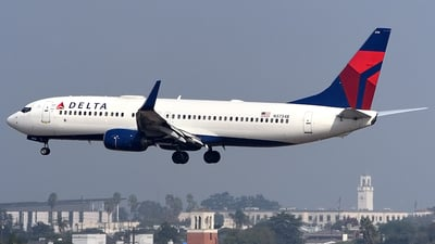 A picture of N3734B - Boeing 737832 - Delta Air Lines - © Doug Marsh