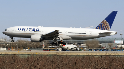N79011 - Boeing 777-224(ER) - United Airlines