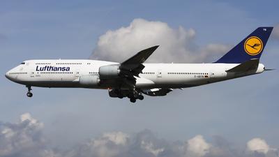 A picture of DABYN - Boeing 747830 - Lufthansa - © Maciej Bartnik