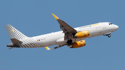 A picture of ECLVT - Airbus A320232 - Vueling - © Enzo Gattullo - Plane Spotters Bari