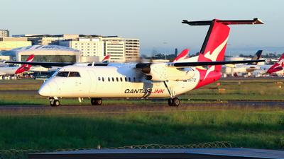 A picture of VHTQY - De Havilland Canada Dash 8300 - Qantas - © Robbie Mathieson