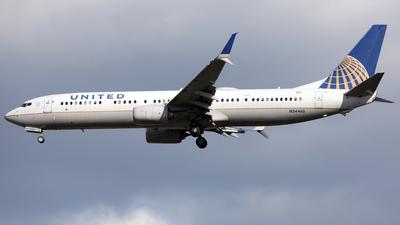 A picture of N34460 - Boeing 737924(ER) - United Airlines - © Len Schwartz