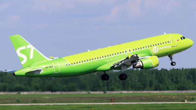 A picture of VPBCP - Airbus A320214 - S7 Airlines - © Mikhail Tkachuk