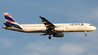 A picture of PTMXD - Airbus A321231 - LATAM Airlines - © Antonio Carlos Carvalho Jr.