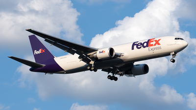 A picture of N125FE - Boeing 7673S2F(ER) - FedEx - © Cary Liao