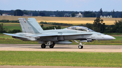 188924 - McDonnell Douglas CF-188B Hornet - Canada - Royal Air Force