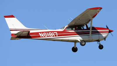 A picture of N61817 - Cessna 172M Skyhawk - [17264821] - © DJ Reed - OPShots Photo Team