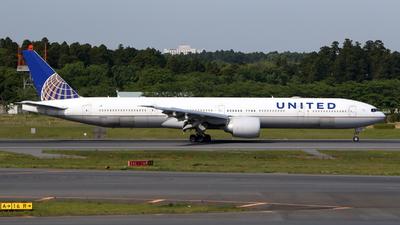 A picture of N2243U - Boeing 777322(ER) - United Airlines - © kouyagi