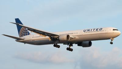 N69063 - Boeing 767-424(ER) - United Airlines