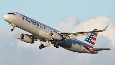 A picture of N104NN - Airbus A321231 - American Airlines - © Martin Nimmervoll