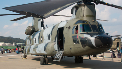 900842 - Boeing CH-47D Chinook - South Korea - Army