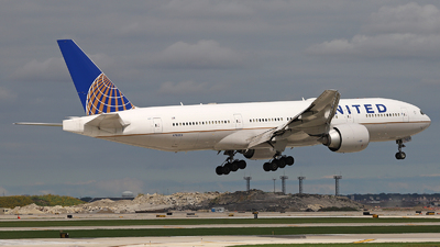 N78008 - Boeing 777-224(ER) - United Airlines