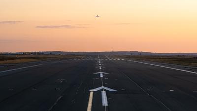 LFPG - Airport - Runway