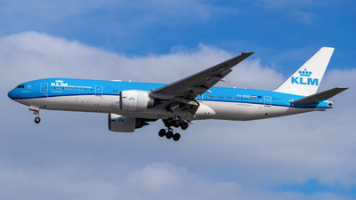 A picture of PHBQD - Boeing 777206(ER) - KLM - © Theodore Chan