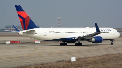 N1609 - Boeing 767-332(ER) - Delta Air Lines