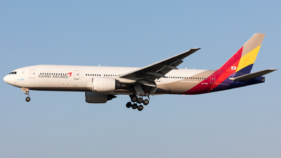 A picture of HL7755 - Boeing 77728E(ER) - Asiana Airlines - © Sierra Aviation Photography