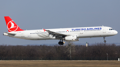 A picture of TCJML - Airbus A321231 - Turkish Airlines - © SlowhanD