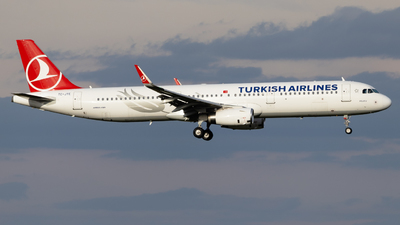A picture of TCJTE - Airbus A321231 - Turkish Airlines - © Felix Sourek
