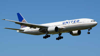 A picture of N220UA - Boeing 777222(ER) - United Airlines - © Hector Rivera - Puerto Rico Spotter