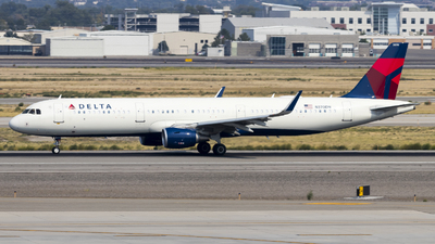 A picture of N370DN - Airbus A321211 - Delta Air Lines - © David Lee