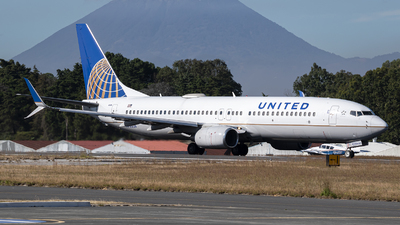 A picture of N76526 - Boeing 737824 - United Airlines - © Juan Manuel Galvez