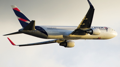 A picture of PTMSY - Boeing 767316(ER) - LATAM Airlines - © Rafael Freitas