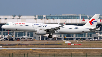 A picture of B8165 - Airbus A321231 - China Eastern Airlines - © Stefano R