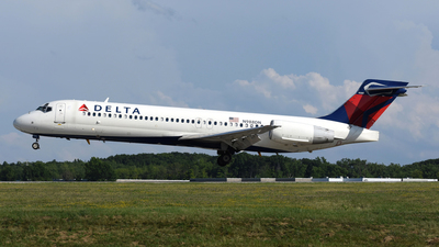 A picture of N988DN - Boeing 71723S - [55065] - © DJ Reed - OPShots Photo Team