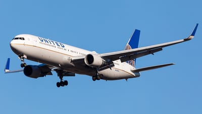 N658UA - Boeing 767-322(ER) - United Airlines