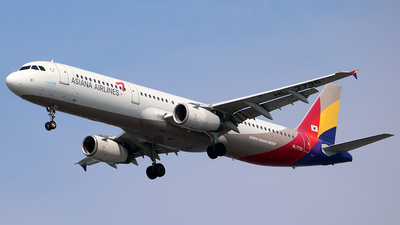 HL7735 - Airbus A321-231 - Asiana Airlines