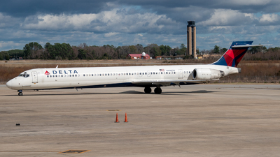 N910DN - McDonnell Douglas MD-90-30 - Delta Air Lines