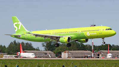 A picture of VQBQH - Airbus A321211 - S7 Airlines - © Airyura