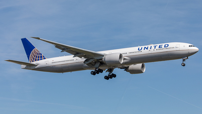 N2737U - Boeing 777-322ER - United Airlines
