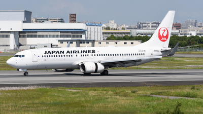 A picture of JA333J - Boeing 737846 - Japan Airlines - © HIroki Manabe